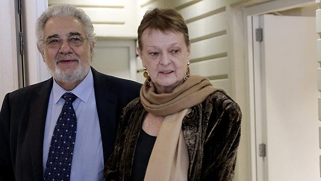 Die aus Österreich stammende Intendantin Helga Schmit mit Placido Domingo (Bild: APA/EPA/JUAN CARLOS CARDENAS)
