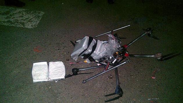 Mexiko: Drogen-Drohne stürzt auf Parkplatz ab (Bild: AP)