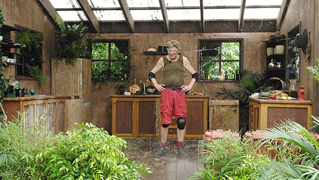 Walter muss bei seiner Dschungelprüfung allerlei Ekeliges ertragen. (Bild: RTL/Stefan Menne)