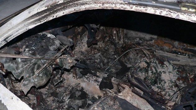 Alkolenker (26) ließ nach Unfall Auto ausbrennen (Bild: LPD OÖ)