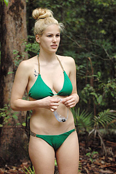 Angelina Heger im Dschungel (Bild: RTL/Stefan Menne)