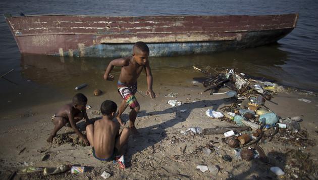 Segel-Revier in Rio auch bei Olympia verdreckt (Bild: AP)