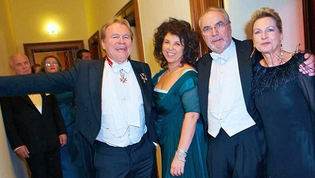 Konstantin Klien und Freundin Gerda Dujsik, Peter Rabl und Begleitung (Bild: Starpix/Alexander Tuma)