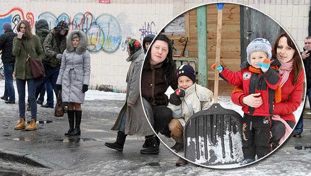 Die Menschen in der Ukraine warten auf bessere Zeiten. Nur wenigen Kindern ist ein Lächeln vergönnt. (Bild: Florian Hitz)
