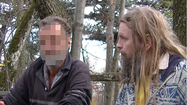 Herbert Szlezak (re.) führte mit dem mutmaßlichen Axt-Mörder von Wien-Meidling ein Interview. (Bild: Screenshot Youtube)