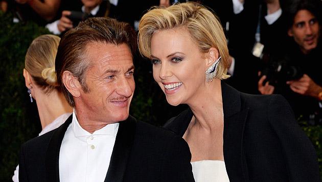 Sean Penn und Charlize Theron (Bild: APA/EPA/JUSTIN LANE)