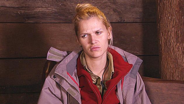 """Sara hält es auch schwer aus: """"Diese Situation hier ist echt kein Pillefatz, das ist hardcore."""" (Bild: RTL)"""
