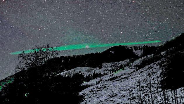 Für Staunen sorgte das grün leuchtende Himmelsphänomen in Salzburg. (Bild: Franz Neumayr/Hölzl/www.neumayr.cc)