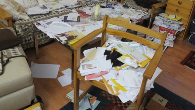 Die falschen Gewinnbriefe stapelten sich zuletzt in der Wohnung von Hilde G. (Bild: Florian Hitz)