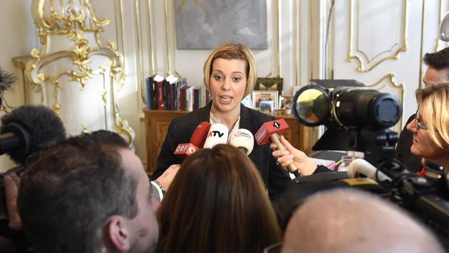 Die für die Beamten zuständige Staatssekretärin Sonja Steßl (Bild: APA/HELMUT FOHRINGER)