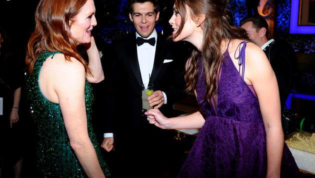 Die schwangere Keira Knightley im Gespräch mit Schauspielkollegin Julianne Moore bei den SAG Awards. (Bild: AP)