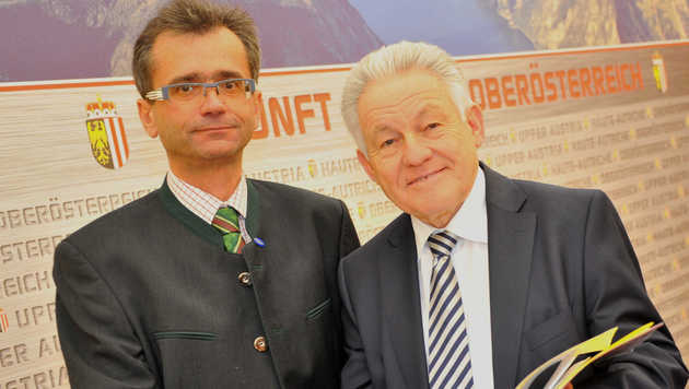 Ärztekammerchef Peter Niedermoser (li.) und LH Josef Pühringer (Bild: Horst Einöder)