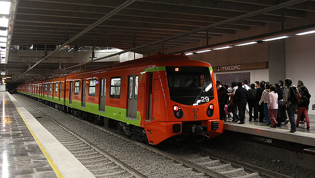 Kniebeugen für ein kostenloses U-Bahn-Ticket (Bild: ALEX CRUZ/EPA/picturedesk.com)