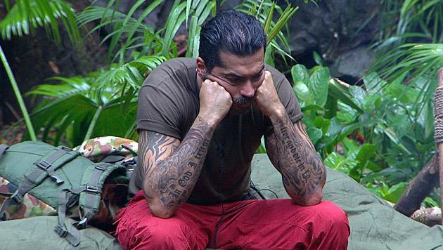Aussteigen oder bleiben? Aurelio hat die Lust am Camp verloren. (Bild: RTL/Stefan Menne)