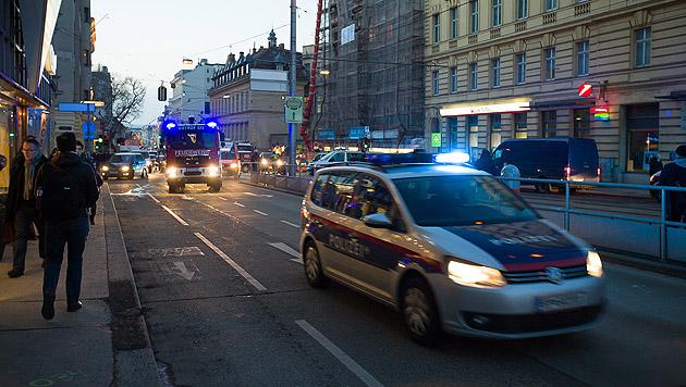 """Herrenlose Tasche sorgte für Polizei-Großeinsatz (Bild: """"Krone""""-Leserreporter)"""