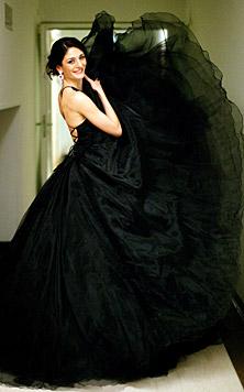 Die Roben der Opern-Künstlerinnen (Bild: APA/GEORG HOCHMUTH)