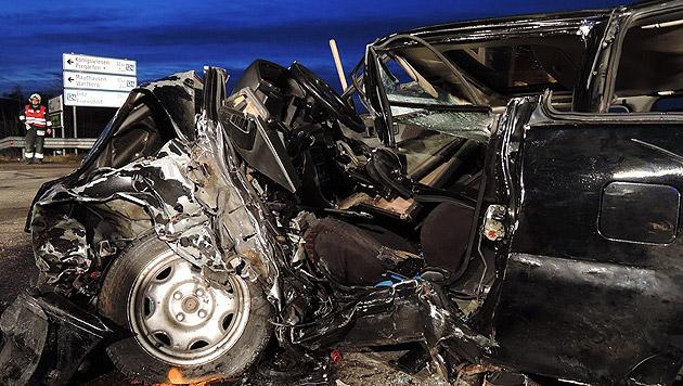 3 teils schwer Verletzte bei Unfall auf Kreuzung (Bild: APA/FF HAGENBERG/UNBEKANNT)