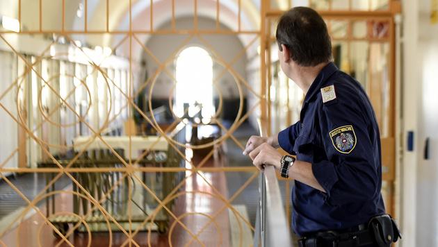 Angst vor Dschihadismus-Entfaltung in Gefängnissen (Bild: APA/HELMUT FOHRINGER)