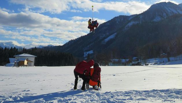 Dramen im Schnee: Zwei Tote und etliche Verletzte (Bild: APA/BERGRETTUNG GRÜNAU)