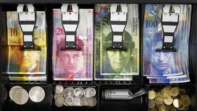 Häuslbauer in Kursfalle: Liegt Bankenfehler vor? (Bild: REUTERS/THOMAS HODEL)