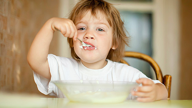 Kindermilchprodukte - meist ungesund und teuer (Bild: thinkstockphotos.de)