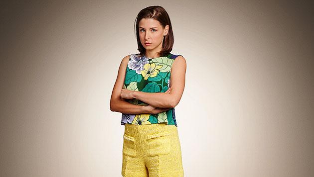 Caroline Melzer (Martina Ebm) ist die junge Gattin eines Bankdirektors, war seine Sekretärin. (Bild: ORF)
