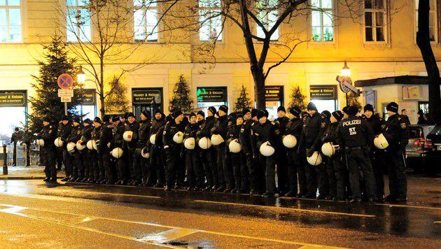 Akademikerball: Polizei sichert Beweise per Video (Bild: reporter.co.at)