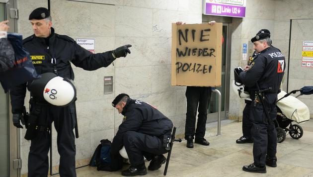 Alle Bilder der Protestaktionen in Wien (Bild: APA/ROLAND SCHLAGER)