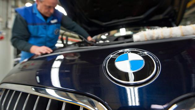 BMW und Intel arbeiten an selbstfahrendem Auto (Bild: APA/EPA/ARMIN WEIGEL)