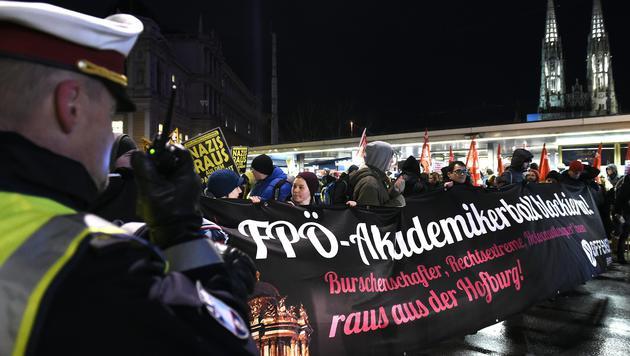 """""""Tretgitter fehlen"""": FP in Sorge um Akademikerball (Bild: APA/HERBERT P.OCZERET)"""