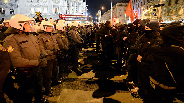 Akademikerball: Wieder sind Proteste geplant (Bild: APA/Roland Schlager)