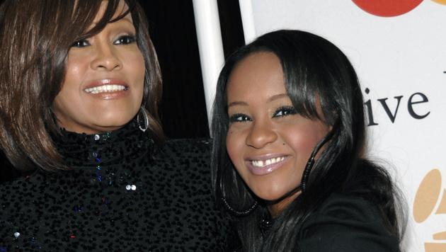 Bobbi Kristina Brown mit ihrer Mutter Whitney Houston (Bild: AP)