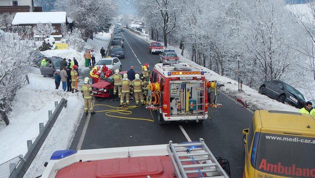 85-Jähriger bei Verkehrsunfall schwer verletzt (Bild: APA/WWW.FEUERWEHR-SAALFELDEN.AT/UNBEKANNT)