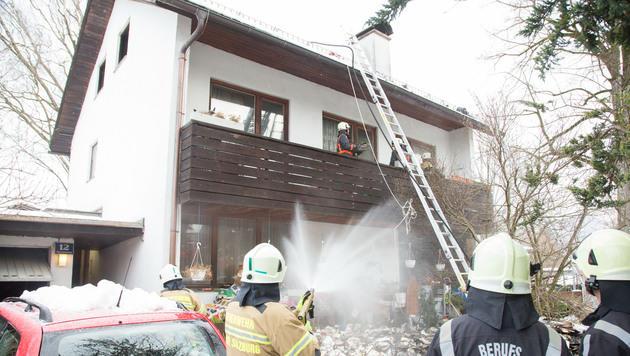 In diesem Haus brach das Feuer aus. (Bild: APA/NEUMAYR/MMV)