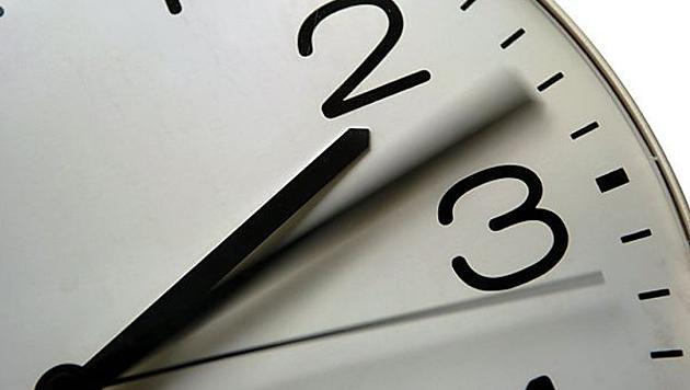 Wirtschaftskrise: Venezuela stellt seine Uhren um (Bild: APA/dpa/Heyder)