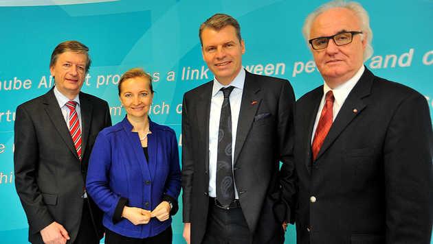 Gerhard Kunesch, Ulrike Rabmer-Koller, AUA-Vorstand Andreas Otto und Manfred Grubauer (v.l.) (Bild: Horst Einöder)