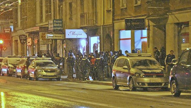 Polizeiaufgebot in Lehen (Bild: Markus Tschepp)