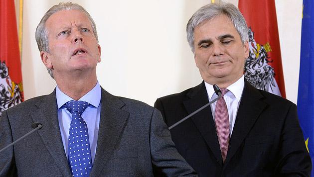 Reinhold Mitterlehner (ÖVP) und Werner Faymann (SPÖ) (Bild: APA/Roland Schlager)