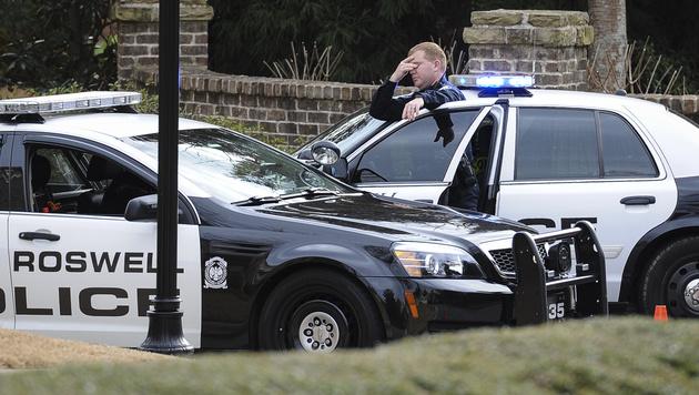 Die Polizei durchsuchte das Haus vom Bobbi Kristina Brown in Roswell, Georgia. (Bild: AP)