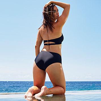 """Ashley Graham für die swimsuitsforall-Kampagne, die auch in der """"Sports Illustrated"""" zu sehen ist (Bild: www.facebook.com/SwimSuitsForAll)"""