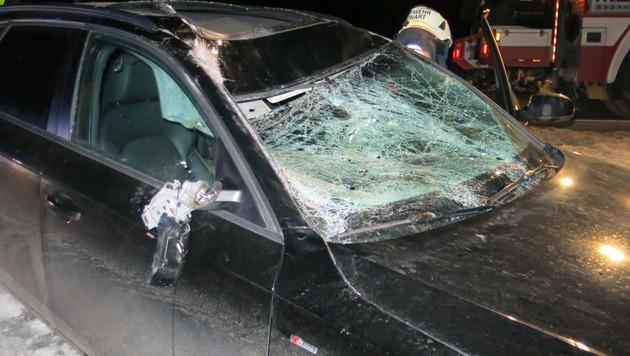 Das Auto wurde bei dem Unfall schwer beschädigt. (Bild: Stadtfeuerwehr Oberwart)