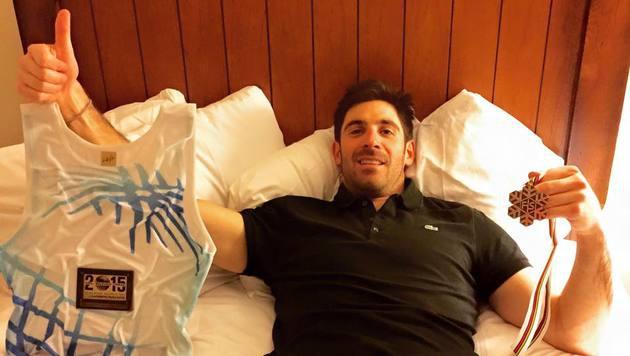 """Bronzemedaillengewinner Adrien Theaux grüßt die Fans aus dem Hotelzimmer: """"Was für ein schöner Tag!"""" (Bild: facebook.com/Adrien Theaux)"""