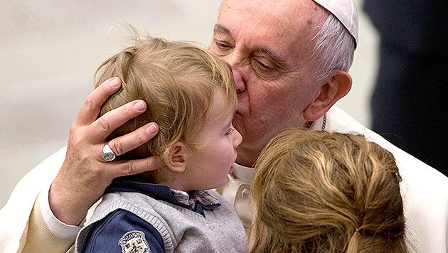 """Franziskus: Schlagen von Kindern """"mit Würde"""" okay (Bild: AP)"""