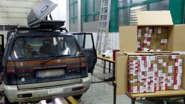 In diesem Wagen wurden 40.000 Zigaretten gefunden. (Bild: Zollamt Klagenfurt Villach)
