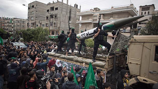 Hamas-Mitglieder bei einer Kundgebung in Gaza-Stadt (Bild: AP)