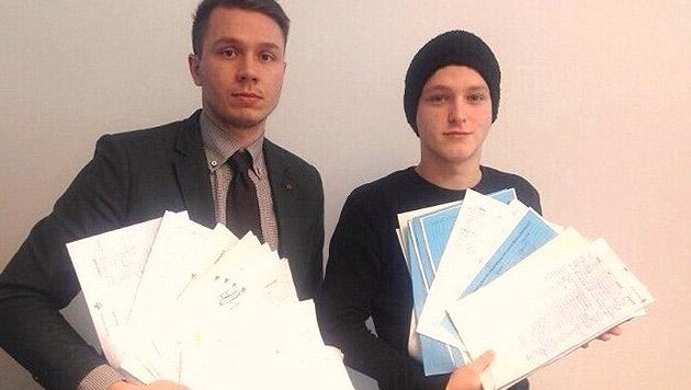 913 Unterschriften gegen Abschiebung von Topkicker (Bild: SV Donau)