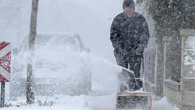 Frau Holle bescherte uns Winter- und Verkehrschaos (Bild: APA/HERBERT PFARRHOFER)