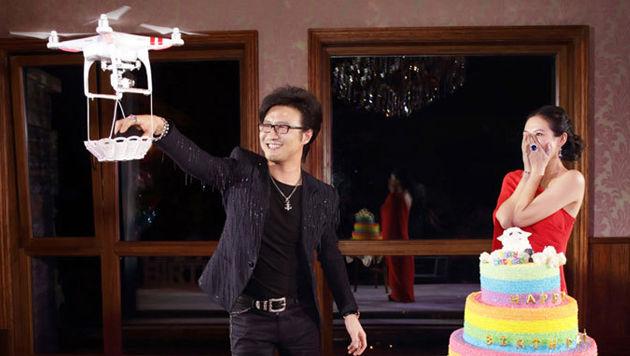 Hightech-Antrag: Drohne lieferte Diamantring (Bild: xinhuanet.com/Ent)