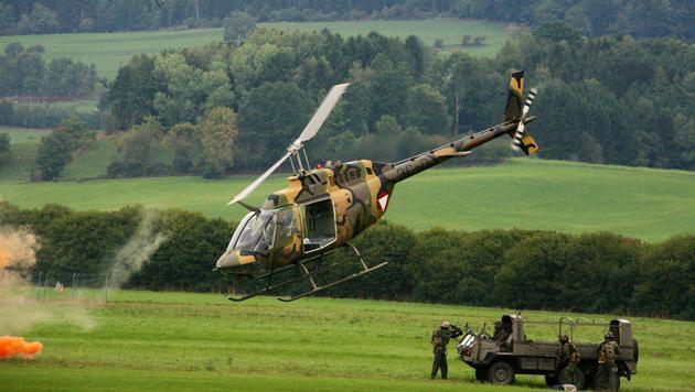 Ein Kiowa-Hubschrauber im Einsatz (Bild: Christoph Matzl)