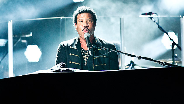 Lionel Richie bietet Karaoke vom Feinsten (Bild: Al Sifden)